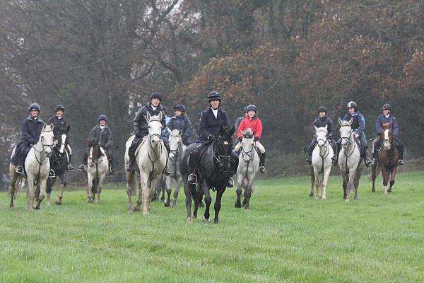 Erleben-Sie-eine-irische-Jagd-ohne-die-Fuchs!-Mock-hunt-in-Bel-Air-Equestrian-Centre